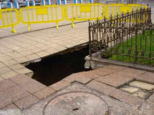 Paris small sinkhole IGC