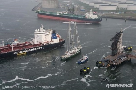 Greenpeace protest against Gazprom shipment, Rotterdam, 1 May 2014