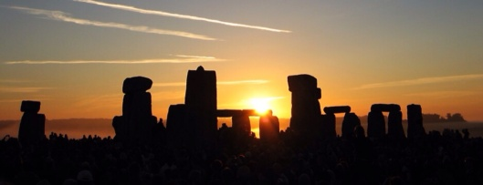The Sun rising over Stonehenge on Summer Solstice by Andrew Dunn, 21 June 2005 cc-by-sa-2.0 via wikimedia
