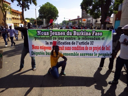 Banner re article 37 http://azls.blogspot.com/2014/10/burkina-faso-explosion-populaire.html (Copyleft)