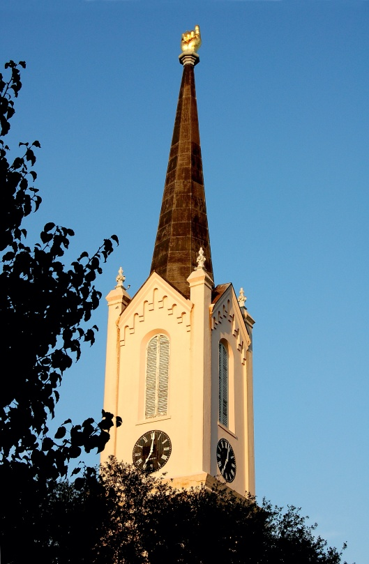 """""""First Presbyterian Church, circa 1859, Gold hand atop the steeple pointing heavenward, Port Gibson, Mississippi, USA"""", photo by Gsmith, CC-BY-SA-3.0"""