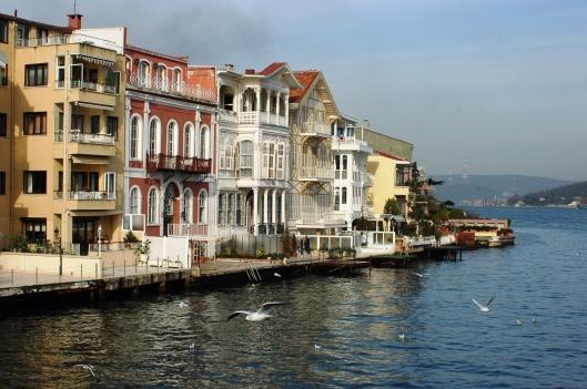 Istanbul - Yeniköy, by Josep Renalias, CC-BY-SA-3.0 http://en.wikipedia. org/wiki/Yalı