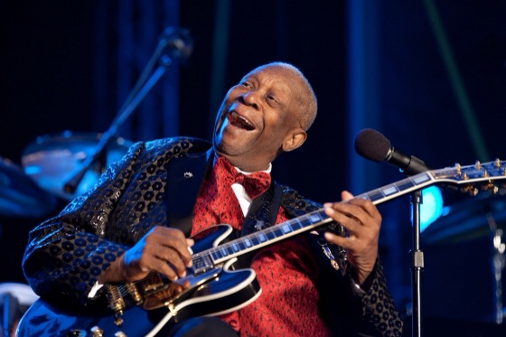 """BB King performs """"Merry Christmas Baby"""" at the National Christmas Tree Lighting ceremony on the Ellipse in Washington, D.C. December 9, 2010. (Official White House Photo by Pete Souza)"""