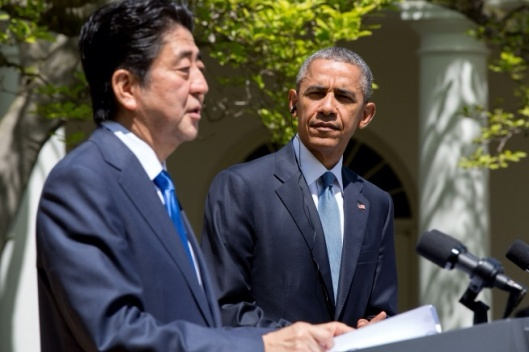 President Obama listens to Prime Minister Abe's remarks. (Official White House Photo by Pete Souza)