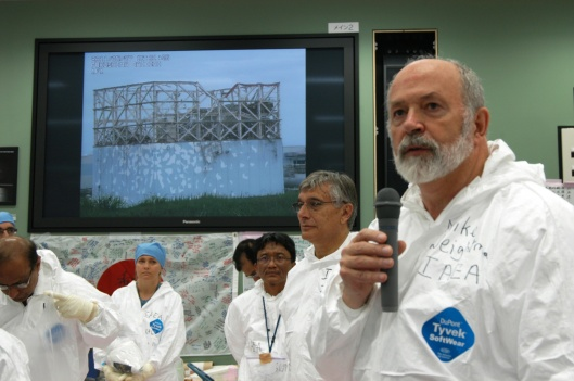 Copyright: IAEA Imagebank Photo Credit: Greg Webb / IAEA looking at reactor picture