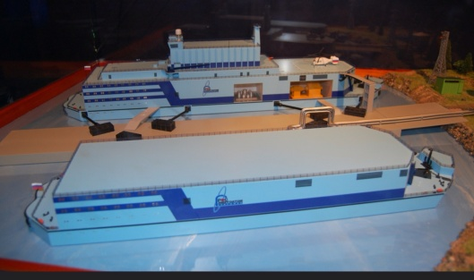 Maqueta central nuclear flotante, Felix, CC-BY, Flickr, slightly cropped