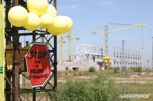 Occupation of a watch tower on the Belene site with the mothballed construction in the background that was stopped in 1992 and was to be torn down completely in 2009. - (c) Greenpeace / Prochazka