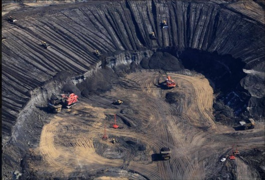 Aerial view of Syncrude Aurora tar sands mine in the Boreal Forest north of Fort McMurray. © Greenpeace / Jiri Rezac